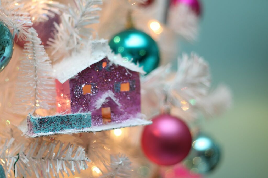 Vintage Glitter House Ornament with Template